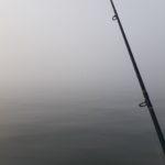 霧中で釣り